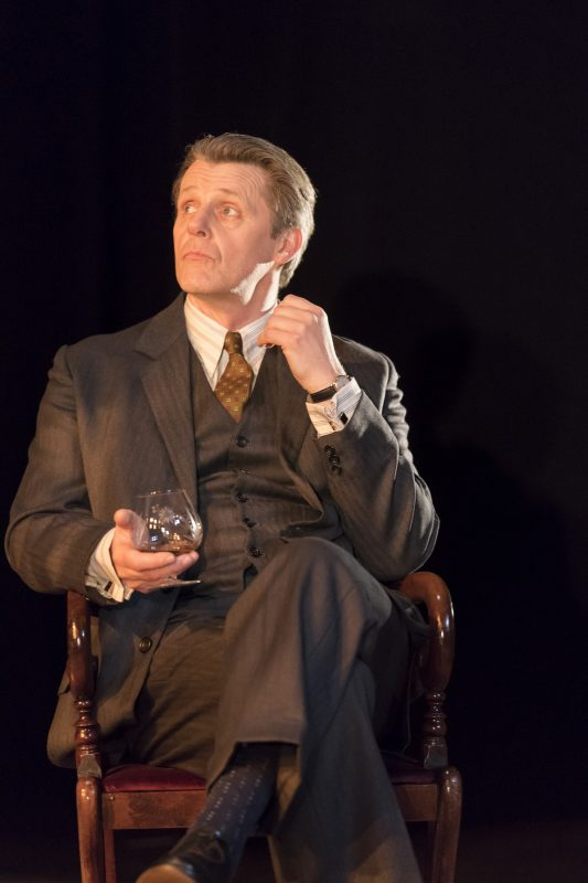 Anthony-Calf-in-The-Moderate-Soprano-at-the-Duke-of-Yorks-Theatre.-Credit-Johan-Perrson
