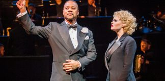 Review Chicago at The Phoenix Theatre