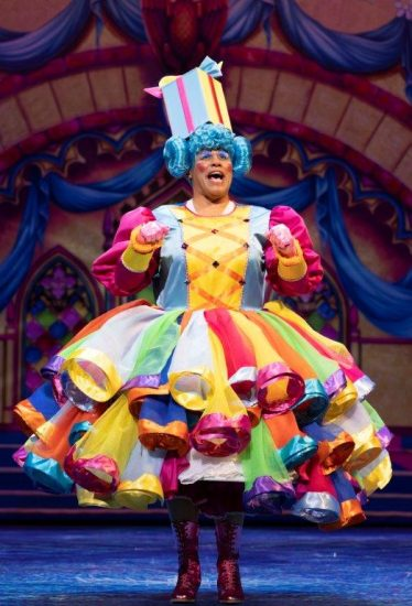 Snow White at The London Palladium Gary Wilmot as Mrs Nora Crumble Photo Paul Coltas