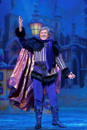 Snow White at The London Palladium Nigel Havers as The Understudy Photo Paul Coltas