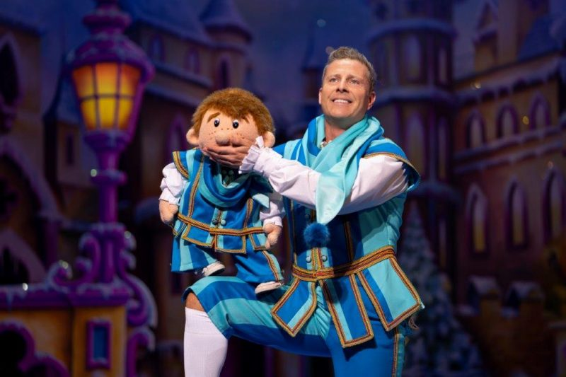 Snow White at The London Palladium Paul Zerdin as Muddles with Sam Photo Paul Coltas