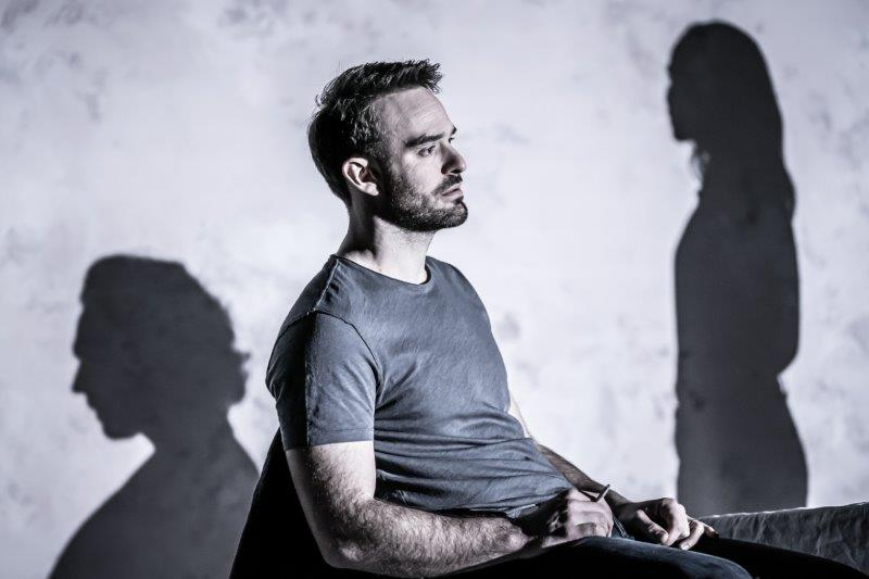 Charlie Cox Jerry credit Marc Brenner