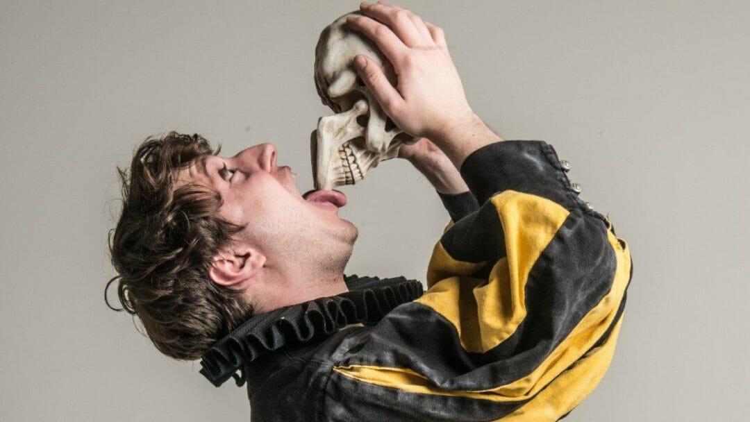 Shit faced Shakespeare® Hamlet ©Rah Petherbridge
